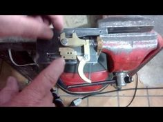 Balestra ADL 1 Sistema do gatilho - YouTube Crossbow Parts, Diy Crossbow, Airsoft, Metal Working Tools, Hand Guns, Youtube, Archery, Arrows, Design