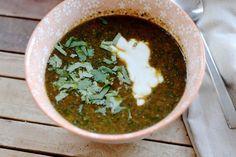 Eens twee soepmeisjes, altijd twee soepmeisjes. Jullie weten het, wij kunnen geen week zonder soep. Ongemerkt proberen we eigenlijk bijna iedere week een nieuw recept uit, wat er dus voor zorgt dat we