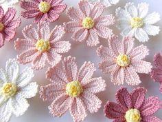 Watch The Video Splendid Crochet a Puff Flower Ideas. Phenomenal Crochet a Puff Flower Ideas. Appliques Au Crochet, Crochet Motifs, Crochet Flower Patterns, Freeform Crochet, Crochet Designs, Crochet Crafts, Crochet Yarn, Easy Crochet, Crochet Daisy