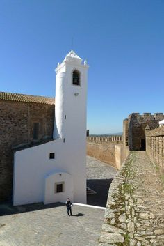 Castelo do Alandroal. Pelo Alentejo de mota. Best Countries To Visit, Cool Countries, Places To Visit, Places In Portugal, Portugal Travel, Sea Activities, Douro Valley, Asia, We Are The World