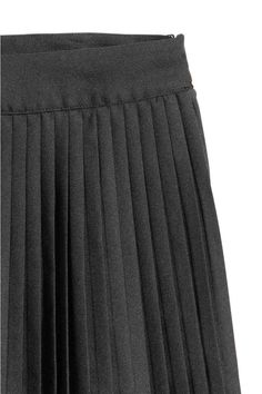 Short, pleated skirt in woven fabric with a concealed zip in the side. Woven Fabric, Pleated Skirt, Gym Men, Black Women, Lady, Skirts, Stuff To Buy, Fashion, Pleated Skirt Outfit