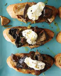 Wild Mushroom and Burrata Bruschetta | The creamy burrata on top make these bruschetta simply irresistible.