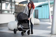 Included in the carton is the stroller, the carrycot, the i-Size compliant car seat, a foot apron, a changing bag and a raincover. The Primo is a one of a kind superior pushchair that has so many extras. It also folds up small enough to fit in nearly any car boot. Car Boot, Changing Bag, Travel System, My Size, Baby Strollers, Car Seats, Apron, Fit, Modern