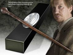 Harry Potter Remus Lupin Character Wand with Nameplate. Licensed Prop Replica for Like the Harry Potter Remus Lupin Character Wand with Nameplate. Harry Potter Professoren, Magie Harry Potter, Bijoux Harry Potter, Objet Harry Potter, Harry Potter Jk Rowling, Harry Potter Drawings, Harry Potter Universal, Harry Potter Characters, Remus Lupin