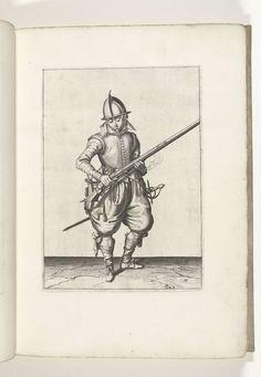 Jacob de Gheyn (II) | Soldaat die kruit van zijn roer schudt (nr. 18), ca. 1600, Jacob de Gheyn (II), 1597 - 1607 | Een soldaat, ten voeten uit, naar rechts, die met beide handen een roer (een bepaald type vuurwapen) schudt, om eventueel buiten de pan (het kruitreservoir) gevallen kruit ervan af te krijgen (nr. 18), ca. 1600. In zijn linkerhand behalve de loop van het roer ook een brandende lont. Plaat 18 in de instructies voor het hanteren van de roer: Corte onderwysinghe op de figuerliicke…
