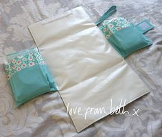 Mum's Day Tripper Bag - Showing Mat by lovefrombeth, via Flickr - such a great design!