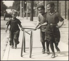 An extensive photographic and textual look into the Victorian Toys and Victorian Games that children played during the Rich and poor children played Victorian Games, Victorian Toys, Victorian Crafts, Victorian Life, Outdoor Games For Kids, Outdoor Fun, Old Photos, Vintage Photos, Antique Photos