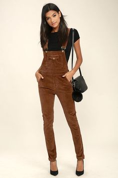 The School's Out Brown Corduroy Overalls have us jumping for joy! These classic corduroy overalls come with adjustable shoulder straps with antiqued gold hardware that attach to the pocketed bib. High waistline with belt loops, and front and back patch pockets flow into cute skinny pant legs.