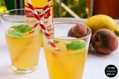 Easy Peasy Peach Mint Limonade für die heißen Tage. Erfrischender Sommerdrink aus Pfirsich, Zitronensaft, Minze und Wasser. Blitzschnelles Rezept.
