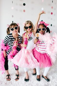 Barbie ™ Glam Birthday Party :: Modenschau - Blue Page Barbie Theme Party, Barbie Birthday Party, Birthday Fashion, Birthday Party Themes, 5th Birthday, Birthday Ideas, Happy Birthday, Rockstar Party, Outfits Fiesta