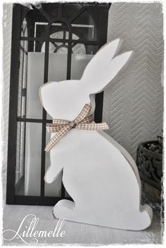 Lillemelle: … the rabbits are loose … – Easter Easter Bunny Template, Bunny Templates, Easter Projects, Easter Crafts, Spring Crafts, Holiday Crafts, Wooden Crafts, Diy And Crafts, Wooden Rabbit