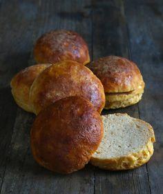 Pão de batata doce sem glutem Gluten Free Sweet Potato Browned Butter Rolls