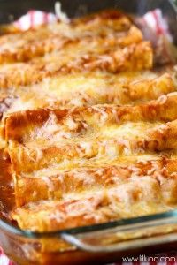 Enchilada Delicious Restaurant-Style Red Cheese Enchiladas - easy and SO good!Delicious Restaurant-Style Red Cheese Enchiladas - easy and SO good! Mexican Dishes, Mexican Food Recipes, Vegetarian Recipes, Cooking Recipes, Vegetarian Cheese Enchilada Recipe, Spanish Food Recipes, Vegetarian Enchiladas, Vegetarian Italian, Spanish Rice Recipe