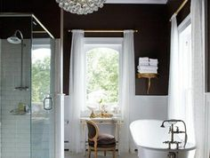 salle-de-bain-retro-meuble-noir-et-blanc-baignoires-anciennes-meuble-salle-de-bain-retro