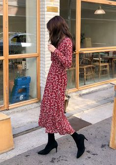 Get Over Floral Pleated Dress - I know you wanna kiss me. Thank you for visiting CHUU. Korean Fashion Winter, Korean Fashion Dress, Korean Fashion Casual, Modest Fashion, Fashion Dresses, Modest Outfits, Classy Outfits, Dress Outfits, Cute Outfits