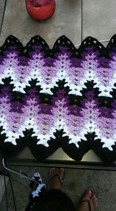 Breaking Amish crochet blanket by Elaine Fink - Crafts Crafts CraftsRainbow Lightning Ripple Afghan diagram Breaking Amish crochet pattern by Mary (the Mom)Modified breaking amish crochet pattern using Red Heart yarn.Amish Ripple crochet ~ picture on Crochet Afghans, Crochet Ripple, Crochet Motifs, Crochet Quilt, Manta Crochet, Crochet Stitches, Crochet Hooks, Ripple Afghan, Crochet Blankets