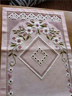 Tradera ᐈ Köp & sälj begagnat & second hand Hardanger Embroidery, Hand Embroidery Stitches, Ribbon Embroidery, Cross Stitch Embroidery, Embroidery Patterns, Cross Stitch Patterns, Fabric Embellishment, Drawn Thread, Quilt Border