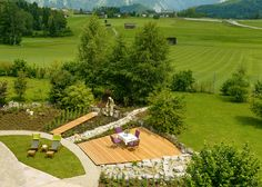 Natural landscapes: Enjoy the summer outdoors – Decorationidea.Net sitzecke wiese Natural landscapes: Enjoy the summer outdoors – Decorationidea. Garden Chairs, Garden Furniture, Cool Furniture, High Table And Chairs, Recycled Garden, Rustic Gardens, Modern Landscaping, Green Plants, Outdoor Spaces