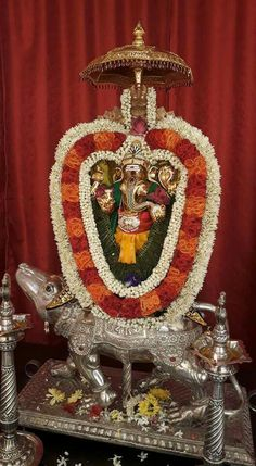 Sri Ganesh, Lord Ganesha, Home Temple, Tanjore Painting, Indian Gods, Indian Ethnic, Pictures, Photos, Wedding Decorations