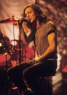Eddie Vedder Unplugged! That hair, those eyes, his expression, those arms Mmmmm!