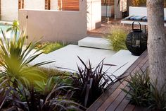 This casual yet contemporary outdoor entertaining space has the look and feel of a Palm Springs resort. Designed by Matthew Leacy of Landart Landscapes, the outdoor retreat has it all. Outdoor Stairs, Outdoor Rooms, Outdoor Decor, Outdoor Living, Garden Retaining Wall, Retaining Walls, Front Courtyard, Outdoor Retreat, Low Maintenance Garden