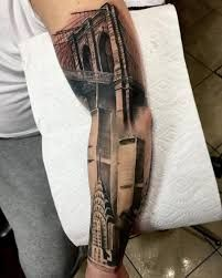 check out these amazing architecture tattoos, a representation on skin of iconic buildings, historical landmarks or cities skylines, the perfect way to pay tribute to your favorite place. Architecture Classique, Architecture Résidentielle, Amazing Architecture, New York Tattoo, Arm Tats, Arm Tattoos For Guys, World Trade Center, Brooklyn Bridge, Tattoo Motive Frau