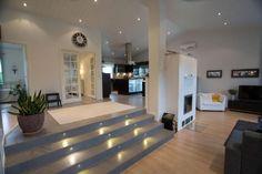Sconces Living Room, Sunken Living Room, Living Room Modern, Living Room Decor, Sims Building, Modern Stairs, Forest House, Modern Farmhouse, Architecture Design