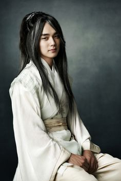 Yoo Seung Ho transforms into the Great Jade Emperor for 'Arang and the Magistrate'