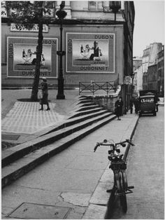 André Kertész, Porte Saint-Denis, Paris, 1934