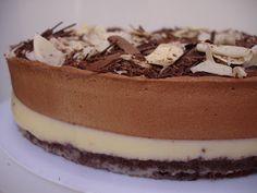 na cozinha da casa amarela: Torta mousse de chocolate preto e branco