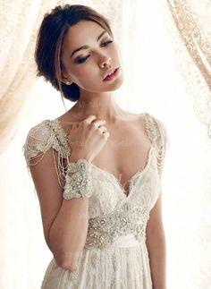 Etui-Linie V-Ausschnitt Sweep/Pinsel zug Spitze Brautkleid mit Perlen verziert Schleife(n)  von Vbridal. Auch erhältlich bei izidress.