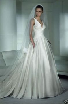 Elegant, classic, and pockets. I am in love. Google Image Result for http://1.bp.blogspot.com/_eo0JPJUaE7M/S8NUuD9__XI/AAAAAAAAAfM/FR9rqhbTxro/s640/pronovias%2Bhenderson%2Bpockets%2Bbridal%2Bsample%2Bstore.jpg