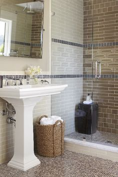 Get inspired by Traditional Bathroom Design photo by Urrutia Design. Wayfair lets you find the designer products in the photo and get ideas from thousands of other Traditional Bathroom Design photos. Bathroom Staging, Home Staging, Bathroom Ideas, Bathroom Images, Basement Bathroom, Bath Ideas, Bathroom Interior, Dream Bathrooms, Beautiful Bathrooms