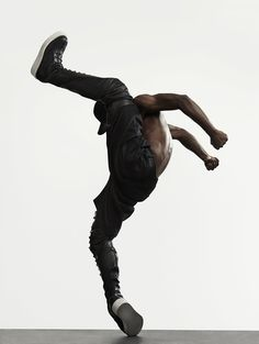 Dancer from Memphis. He has worked with Madonna, Cirque du Soleil, So You Think You Can Dance, and Versace. Tango, Anna Pavlova, Breakdance, Les Twins, Dynamic Poses, Dance Movement, Body Reference, Anatomy Reference, Street Dance