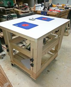 Adjustable height worktable/router table and more - by mt_stringer Router Table Plans, Woodworking Table Plans, Woodworking Garage, Woodworking Projects, Woodworking Quotes, Intarsia Woodworking, Woodworking Organization, Wood Working For Beginners, Woodworking Techniques