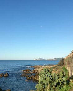 #OggiCosì Con la luna ad incoronare #CapoCaccia #Buongiorno #Alghero #Sardegna #sardolicesimo #nofilter #igersardegna #igersassari #lanuovasardegna Beach, Water, Instagram Posts, Outdoor, La Luna, Gripe Water, Outdoors, The Beach, Beaches
