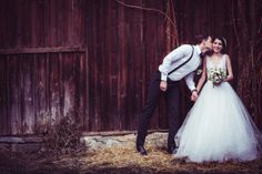 Elegant barn wedding designed by The Perfect Day. Photography: Marie Bleyer. Read more - http://www.hummingheartstrings.de/index.php/inspiration/styled-shoot-elegante-scheunenhochzeit-von-the-perfect-day/