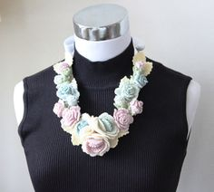 バラのネックレス 出品しました♪ の画像|クロッシェアクセサリー La Seule