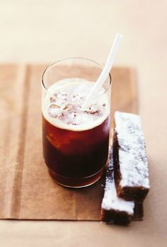 Chocolate and iced coffee are an intuitive pairing. With Nespresso's VertuoLine machine, there are so many wonderful espresso creations to try. Pair your homemade drink recipes with a chocolatey dessert for the ultimate indulgence.
