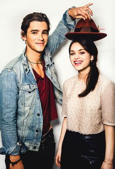 Brenton Thwaites and Odeya Rush