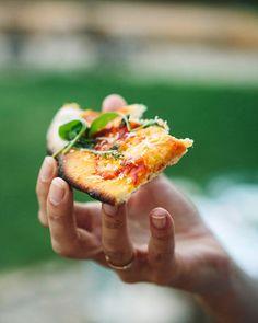 Ein großer Traum geht in Erfüllung. Endlich durfte Yannic Pizza in einem Steinofen backen.