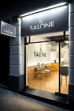 Contemporary design at Il Salone by Egue y Seta « Adelto Adelto Nail Salon Decor, Hair Salon Interior, Spa Interior, Beauty Salon Decor, Salon Interior Design, Beauty Salon Design, Boutique Interior, Schönheitssalon Design, Barber Shop Interior