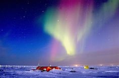 Aurora borealis, Northern Lights, over the ice camp Sirius and BP's Northstar project. Photographer: Greenpeace / Gavin Newman