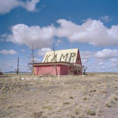 @eyetwistがInstagramプロフィールに投稿しました:「#lamp #route66 #twoguns #arizona #gone #abandoned #desert #decay #typography #filmisnotdead…」