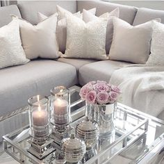 beautiful pillows and the table setting ❤️ - Living Room Styles Table Decor Living Room, Glam Living Room, Home And Living, Modern Living, Home Interior, Interior Design, Decorating Coffee Tables, Living Room Inspiration, Apartment Living