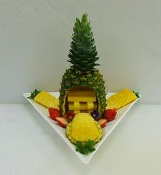 Fruit Plate, Fruit Art, Food Art, Mousse, Pineapple, Projects To Try, Carving, Plates, Jokes Quotes