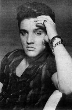elvis Presley's Birthday today 8th January HAPPY BIRTHDAY KING ⭐️❤️