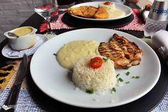 Refeição composta por frango grelhado, creme de milho e purê de batatas, servida no restaurante Pucci, em Monte Verde.