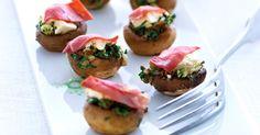 Bagte champignoner får en dejlig smag af umami og er en lækker snack at servere for dine gæster.
