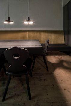 #chalet #interiordesign #interior #innenarchitektur #tirol Lounge Design, Green Architecture, Architecture Design, Old Wooden Chairs, Richard Powers, Alpine Chalet, Conservation, Journal Du Design, Design Studio